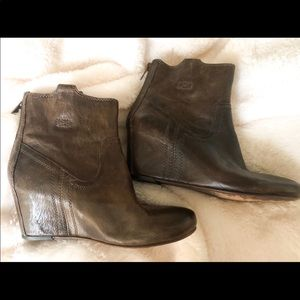 Frye Carson Wedge Booties Size 8